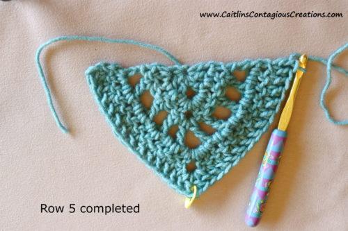 Modèle de crochet de châle triangulaire pour débutant après le rang 5.