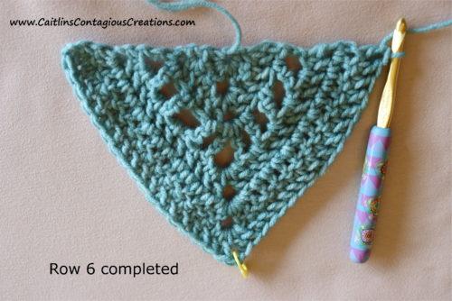 Modèle de crochet de châle triangulaire pour débutant après le rang 6.